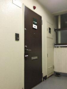 シナプス画廊の入口 Synapse gallery's door